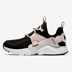 WOMEN'S NIKE AIR HUARACHE CITY LOW